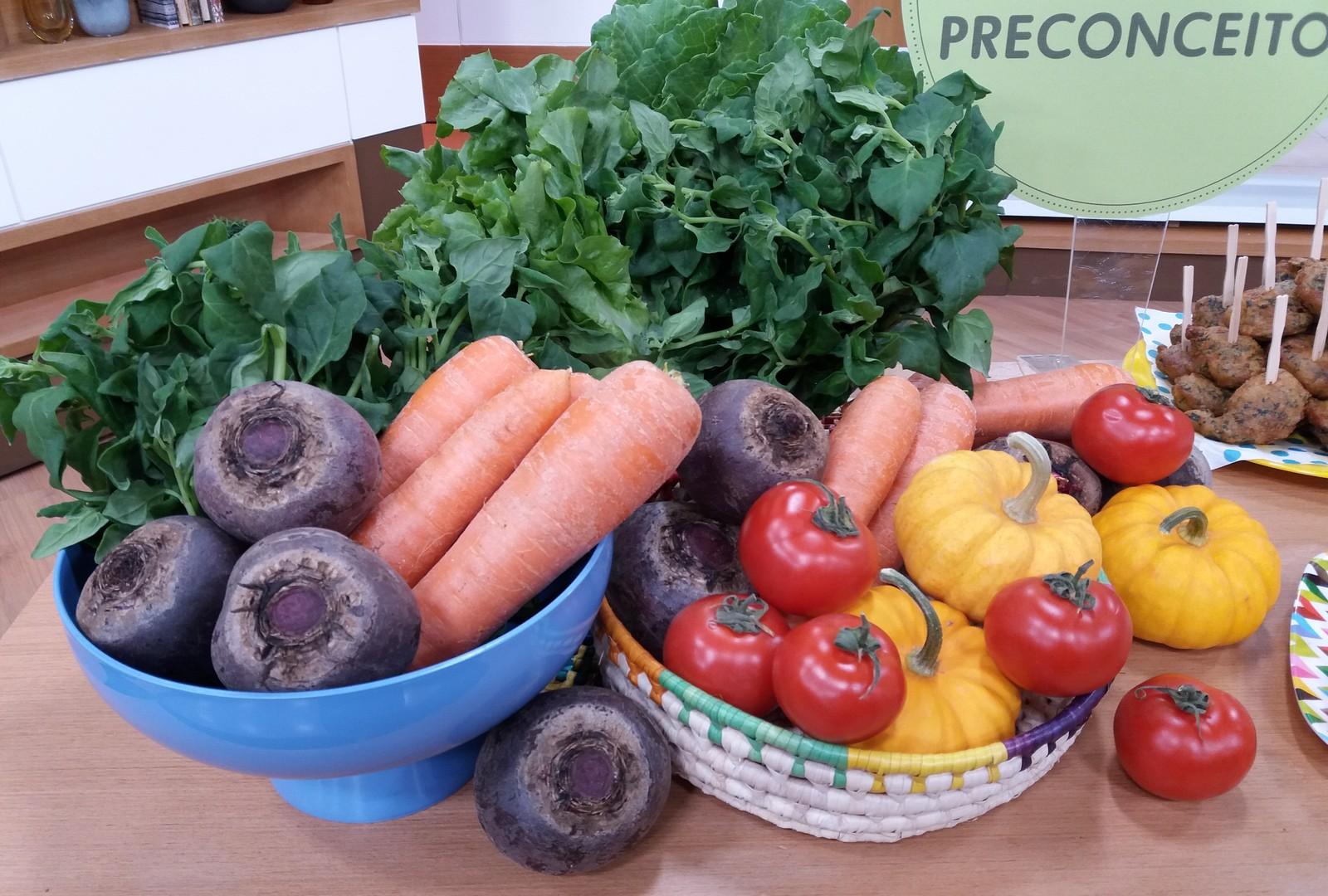 Alimentação saudável: crianças devem ter contato com frutas e vegetais desde a introdução alimentar