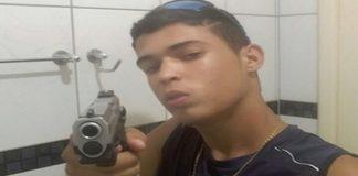 Jovem exibia armas em redes sociais (Foto: SSP/SE)