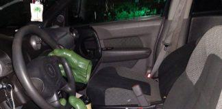 Ladrão foge para evitar flagrante e abandona 'mãos do Hulk' no volante de carro (Foto: Pasco Police/Facebook)