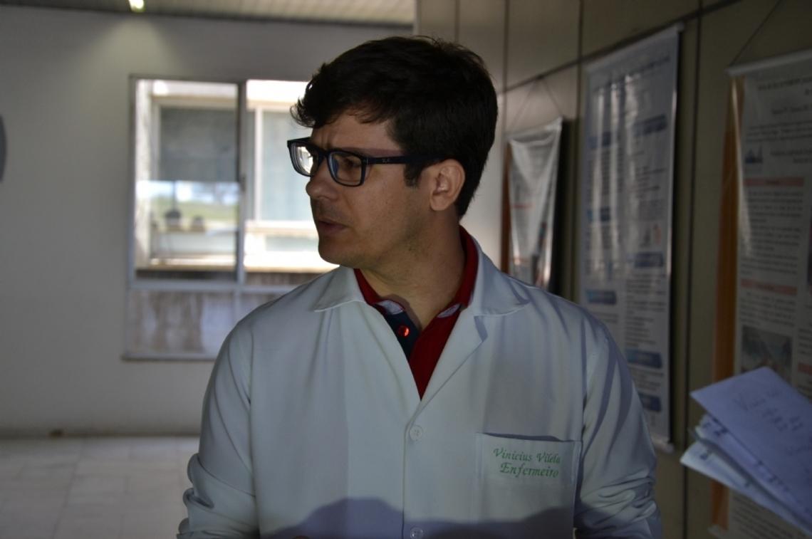 """""""Temos 80 pacientes fazendo hemodiálise. Destes, 28 estão de alta"""", afirma Vinícius Vilela do Huse"""