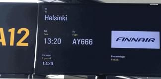 Placa no portão de embarque do voo 666 (Foto: Inflight Video/Facebook)